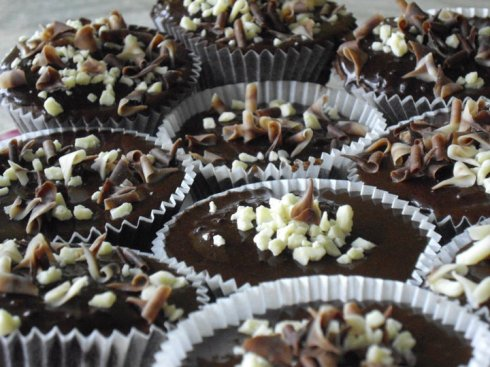 Chocolate cupcakes with milk & white chocolate shavings